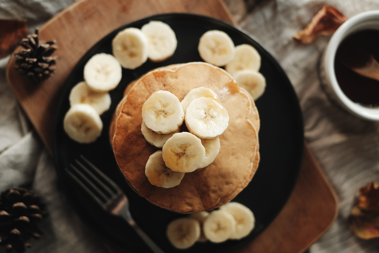 Tour de pancakes vegan à la banane